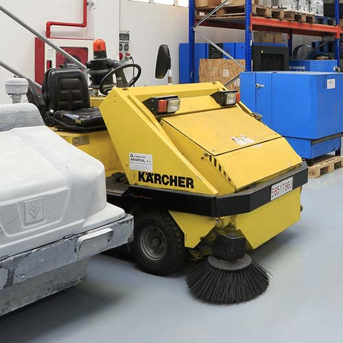 hidrolimpiadoras y limpiadoras de alta presión KARCHER, fregadoras industriales KARCHER y fregadoras aspiradoras con acompañante.
